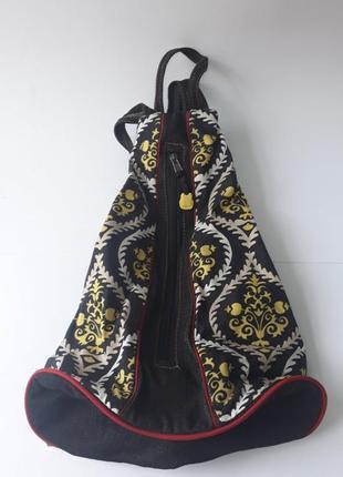 Черный джинсовый рюкзак с желто-белым узором
