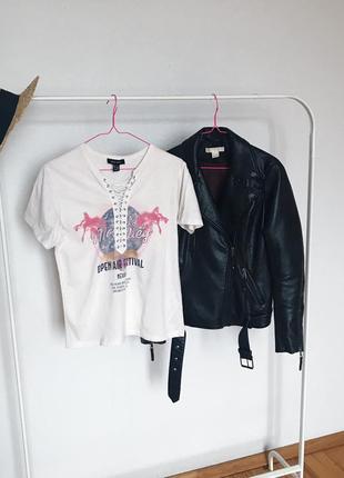 Стильная футболка  со шнуровкой и рисунком от new look. р-р xs