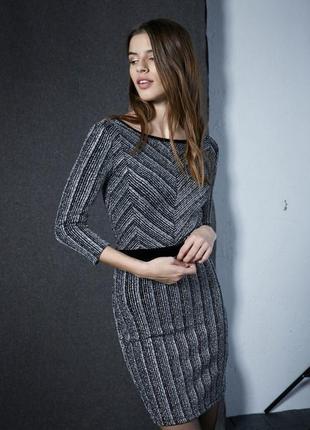 Обтягивающее мини миди блестящее серебристое платье с бархатом и открытой спиной