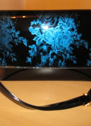 Натуральный лаковый черный клатч / синий