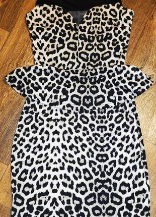 Леопардовое платье с баской.