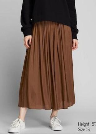Коричневая элегантная плиссированная юбка от uniqlo