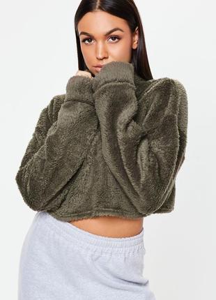 Хаки укороченный пушистый свитер