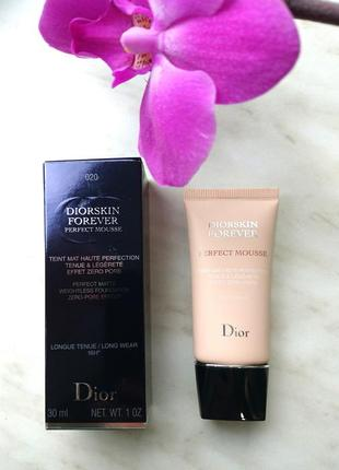 Тональный мусс dior diorskin forever perfect mousse 020