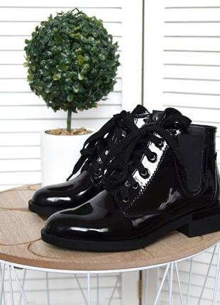 36-40. стильные лаковые деми ботинки на квадратном каблуке на шнурках