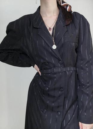 Винтажное платье пиджак с поясом, на пуговицах в полоску миди трендовое