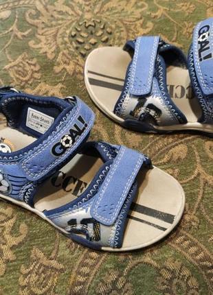 Модные сандалии для мальчика