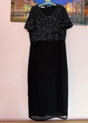 Шикарное платье с декором