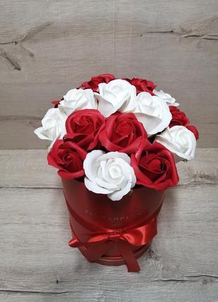 Букет з мильних троянд