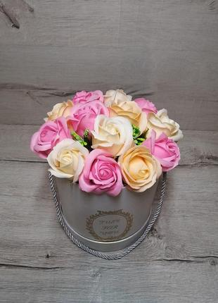 Ніжний букет з мильних троянд