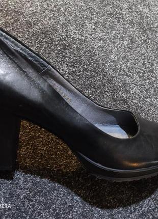 Кожаные туфли 38 размер германия