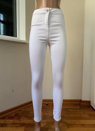 Белые джинсы с высокой посадкой скини
