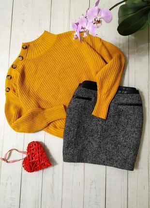 Горчичный свитер, водолазка с пуговицами и обьемными рукавами miss selfridge.