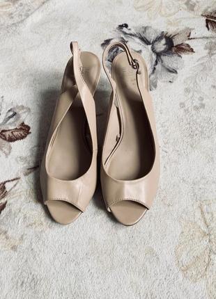 Бежевые босоножки мюли туфли
