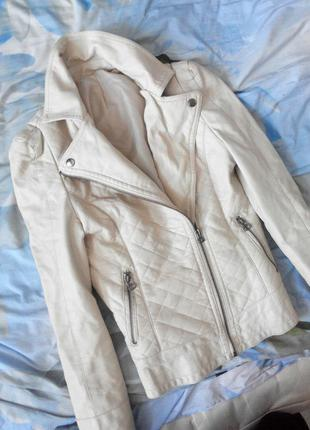 Красивая курткп косуха