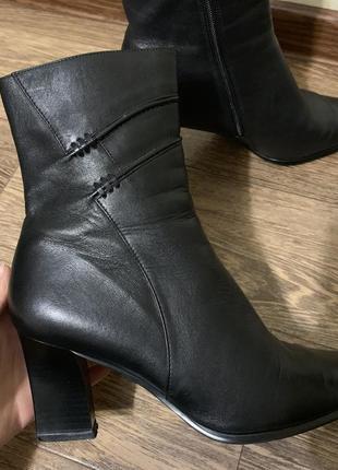 Шикарные чёрные ботильоны на каблуках