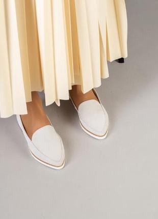 Светлые замшевые туфли