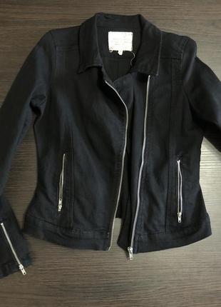 Чёрная джинсовка, джинсовая куртка, курточка, косуха, с замочками, стильная