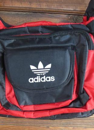 Спортивная красивая сумка adidas.