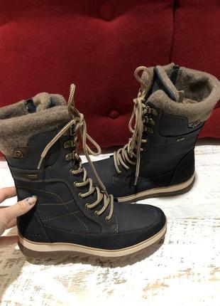 Новые фирменные ботинки на меху 37р.