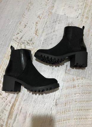 Новые фирменные ботинки челси