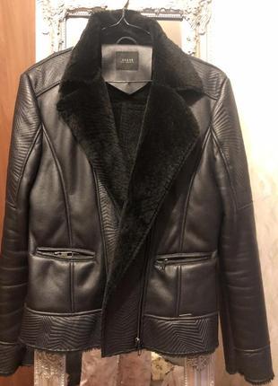 Чёрная куртка guess
