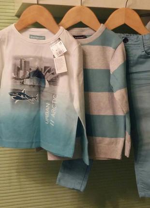 Комплект из трех вещей : футболка с длинным рукавом, свитер и джинсы