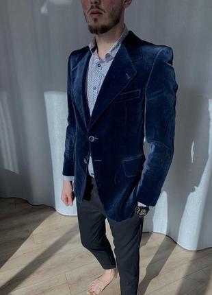 Стильный бархатный пиджак