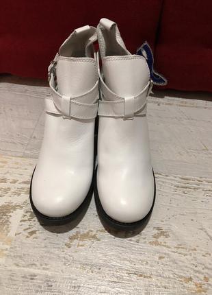 Белые кожаные ботинки 38рр