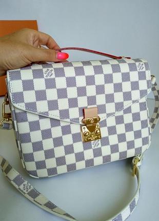 Брендовая сумочка на длинном ремешке