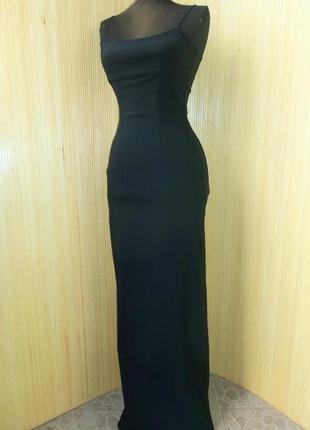 Длинное черное вечернее платье с разрезом