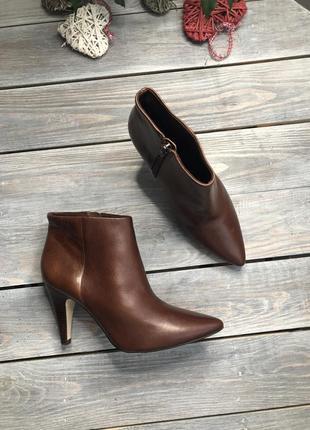 Oasis кожаные ботильоны на каблучке ботинки с острым носочком