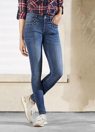 Крутые джинсы супер слимы,адаптируется к форме тела,декор жемчуг esmara размер евро 38