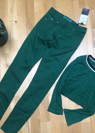 Яркие джинсы stradivarius