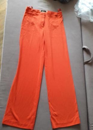 Оранжевые широкие брюки