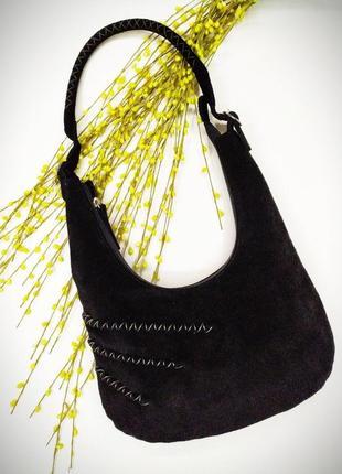 Замшевая сумочка  декорирована прошивкой