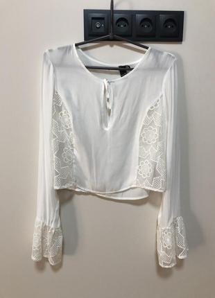 Блуза белая шифоновая с завязками и кружевом рукава колокольчики укорочённая