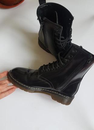 Ботинки натуральная лаковая кожа как мартинсы