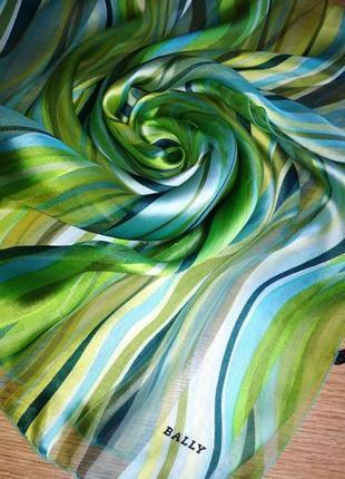 Прекрасный нежнейший лёгкий брендовый шарф,нюанс