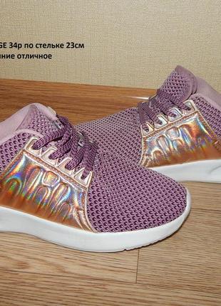 Легенькие кроссовки 34 р