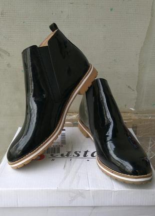 Кожаные ботинки лаковые челси