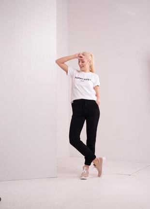Женские спортивные штаны чёрные без принта на манжете