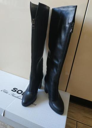 Новые шикарные кожаные сапоги