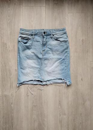 Джинсовая юбка с рванностями с потёртостями