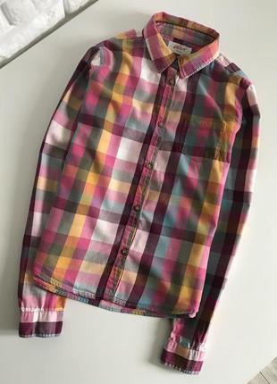 Яркая рубашка в клеточку на девочку