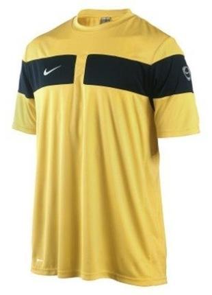 Оригинальная желтая футболка для занятий спортом nike l футзалка