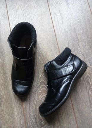 Черные кожаные деми ботинки полу сапоги ботильоны на лепучке