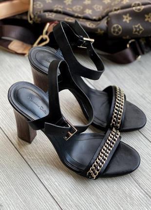 Кожаные босоножки на деревянном каблуке massimo dutti