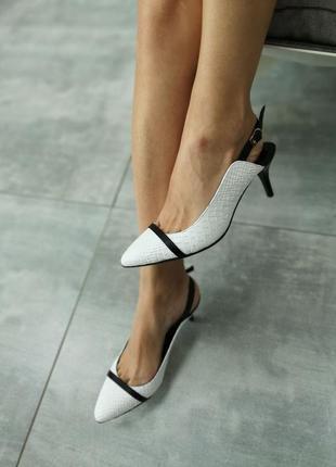 """Туфли из натуральной кожи белого цвета """"питон"""""""