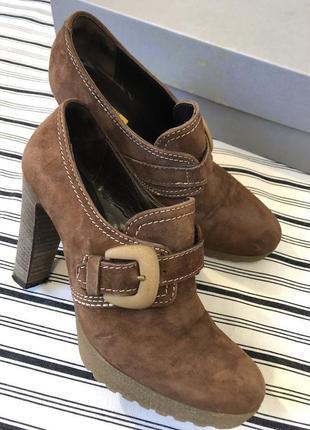 Коричневые замшевые туфли на наборном каблуке manas lea foscati{italy},размер 38